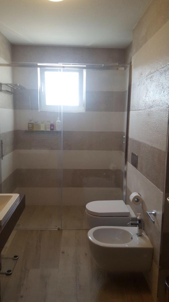 Doccia senza piastrelle cool vasca da bagno senza rompere for Cambiare tavoletta wc sospeso